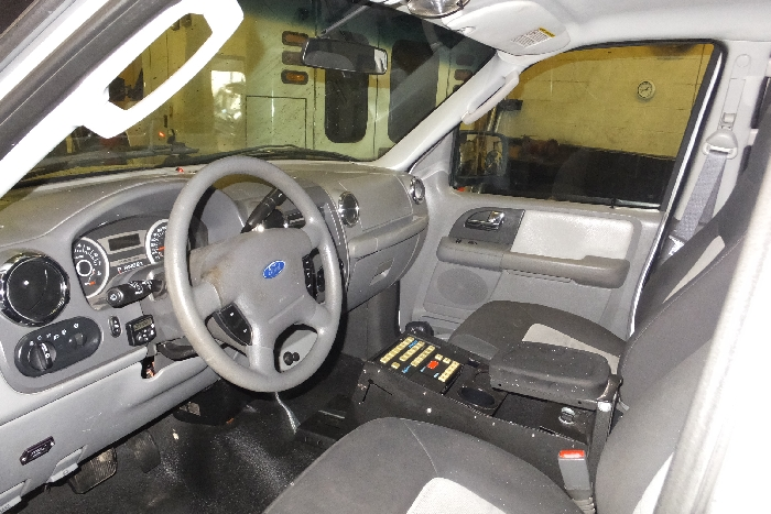 2006-ford-expedition-left-steering-wheel