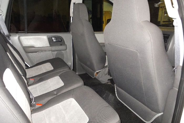 2006-ford-expedition-rear-seat-right