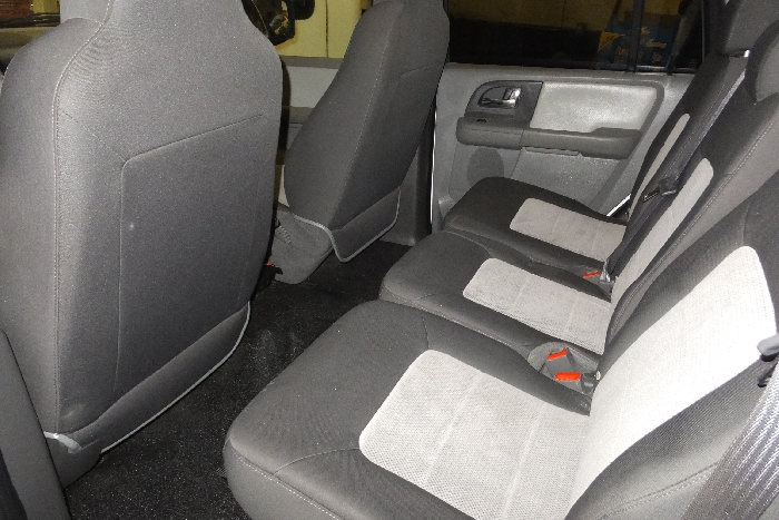 2006-ford-expedition-rear-seat